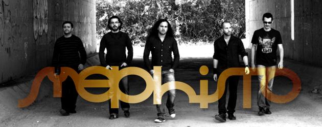 les 5 membres de Méphisto de front, en noir et blanc, le logo du groupe incrusté