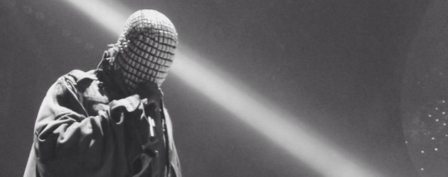 Masked rapper with his mic, in black and white